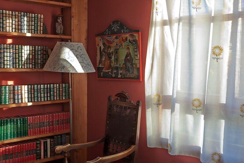 detalle biblioteca y sol visillos.jpg