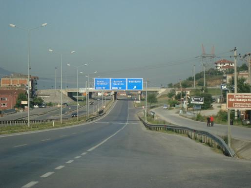 Serdivan da E 5 Kenarındaki Restoranlar 'da yasak kapsamına alındı.