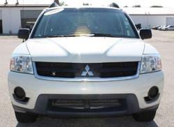 2006 Mitsubishi Endeavor White Front 1