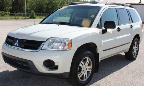 2006 Mitsubishi Endeavor White Front Vie