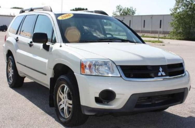 2006 Mitsubishi Endeavor White Front Pas