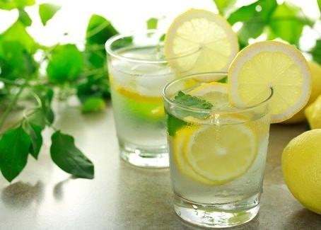 10 bienfaits de l'eau citronnée