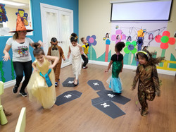 Kids Halloween dance party at Spanish4you!
