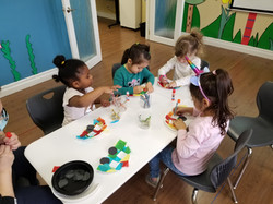 Pre-schooler group crafts at Spanish4you!