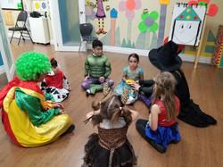 Pre-schooler dress up Spanish game