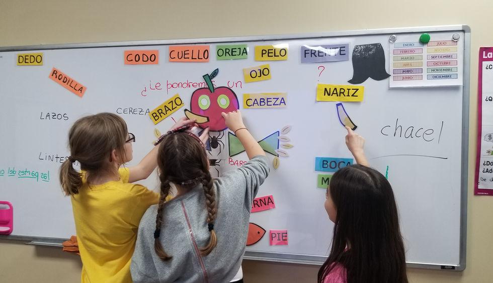 Kids learning spanish