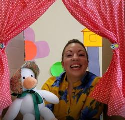 Lurie teaching Mama Oca class for Pre-schoolers