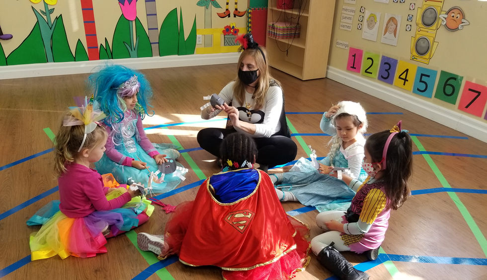 Preschoolers learning spanish