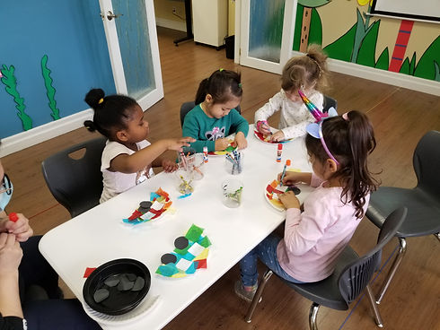 Pre-schoolers making crafts in inder Spanish class
