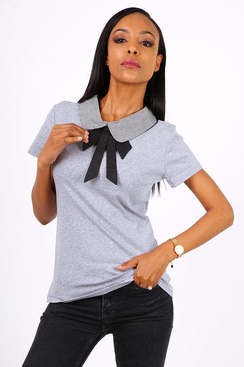 T-shirt con colletto e fiocco