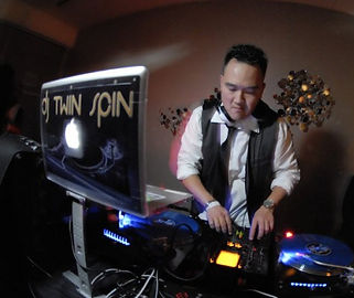 DJ Twin Spin In The Mix!  Bay Area DJ Specializing in Weddings and Corporate events.