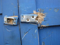 Vandalism June 18  Pigeon shed latch closeup.JPG