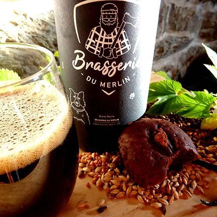 Bière noire artisanale fabriquée bretagne brasserie Merlin stouti frutti
