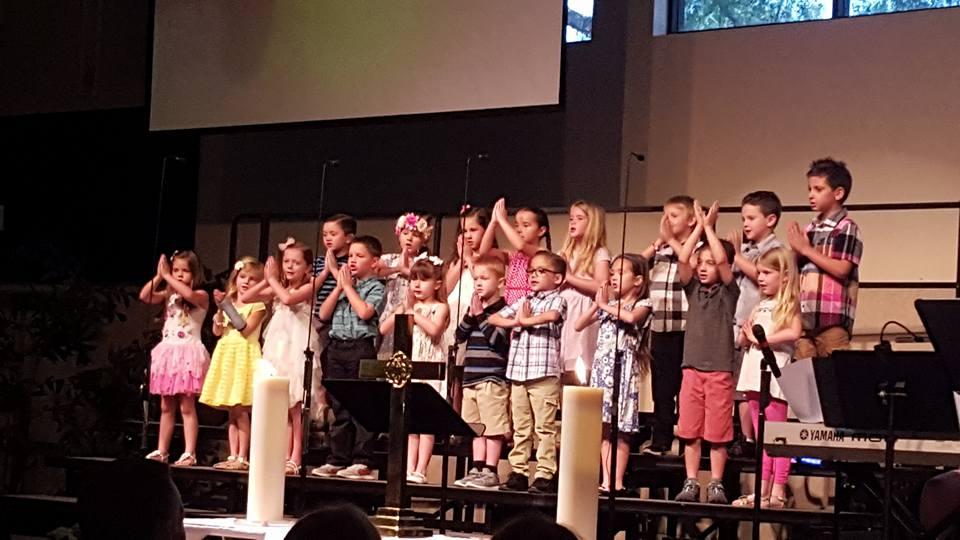Kinder singing