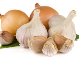 Beneficios de consumir ajo y cebolla crudos