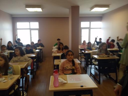7-8 Mart tarihlerindeki bursluluk sınavı öğrencilerin ve velilerin yoğun ilgisiyle gerçekleştirildi.