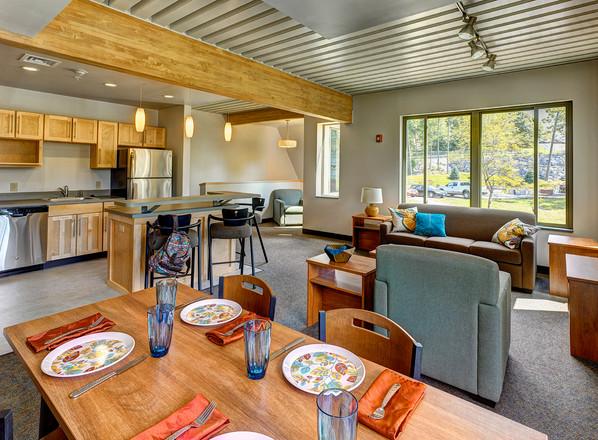 Skidmore College, Woodland Complex - Living Room