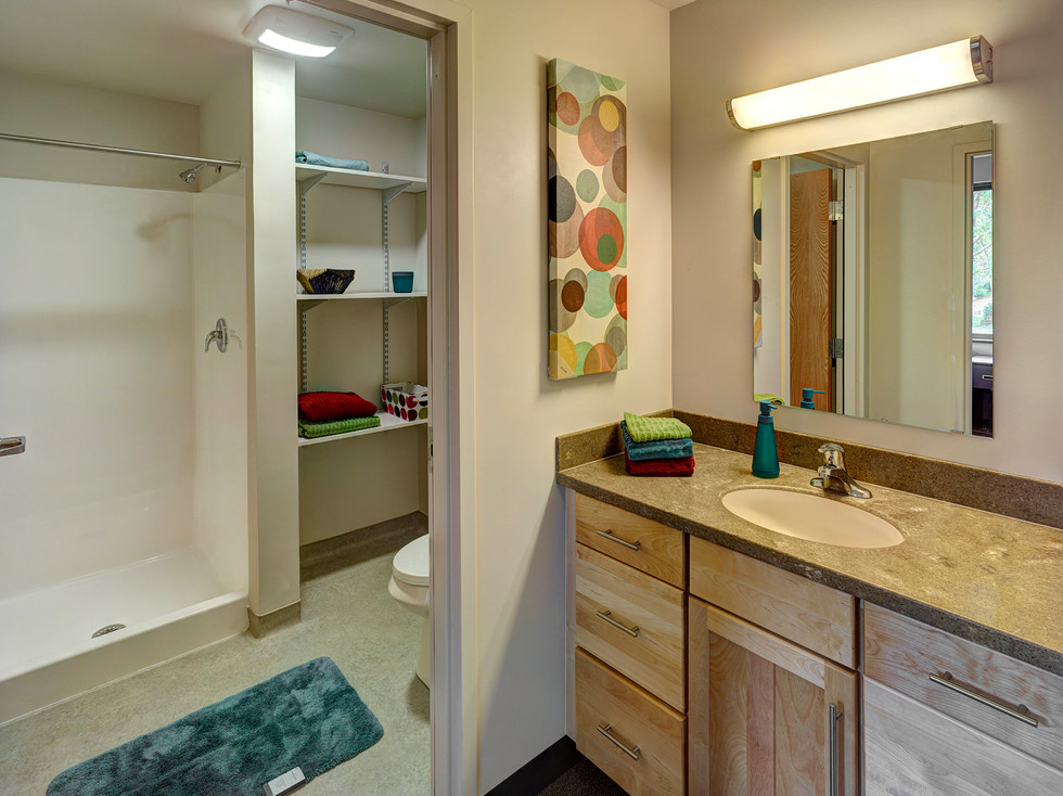 Skidmore College, Woodland Complex - Bathroom