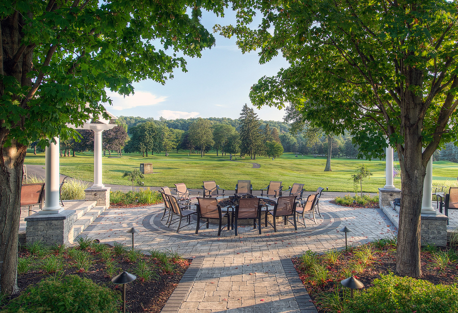 Bellevue Country Club Patio - Approach