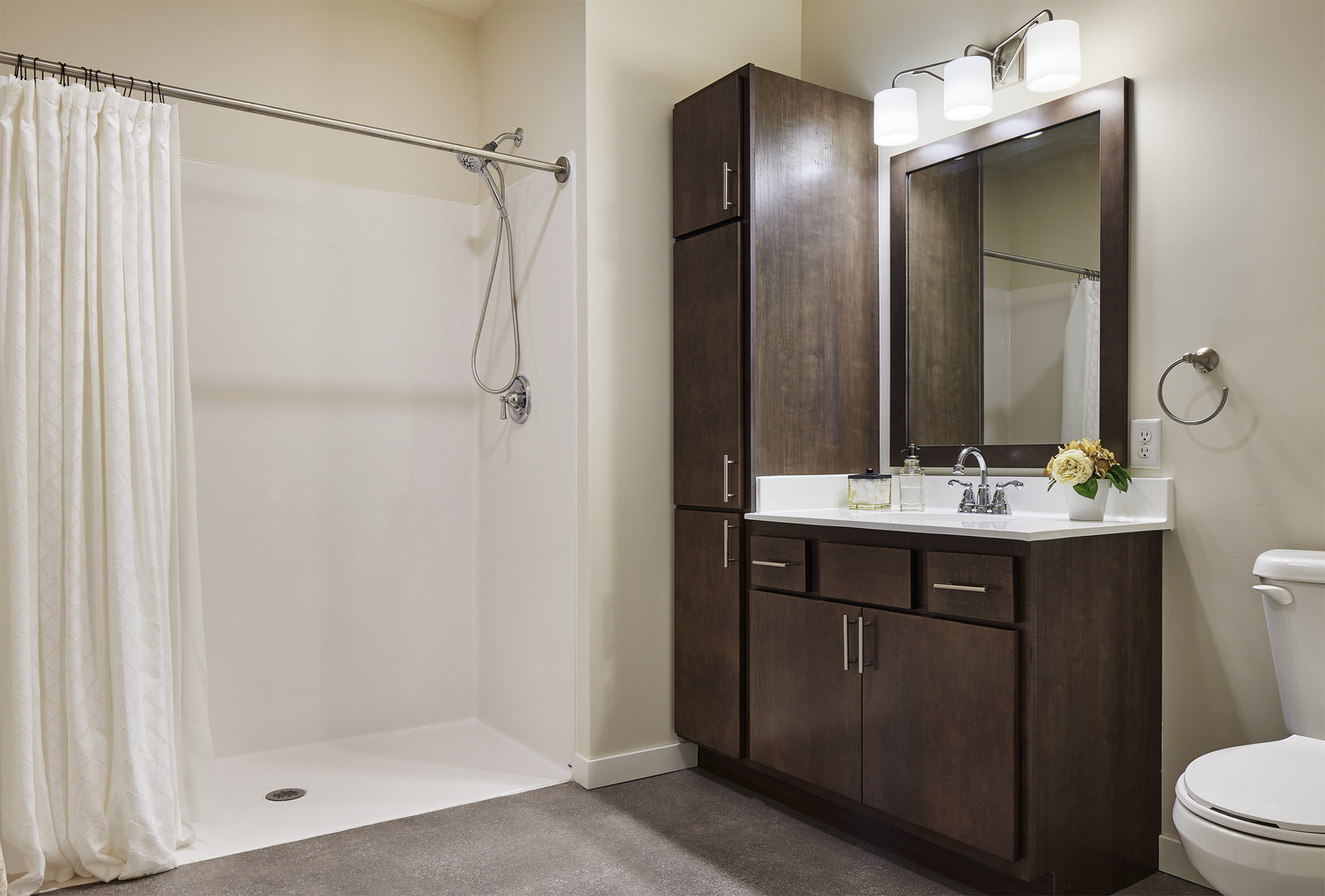 Bethesda Cornerstone Village - Bathroom