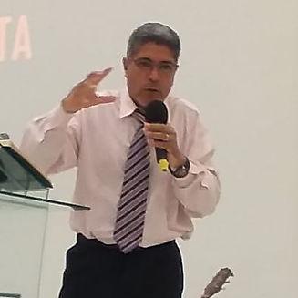 Pastor Marcos.jpg