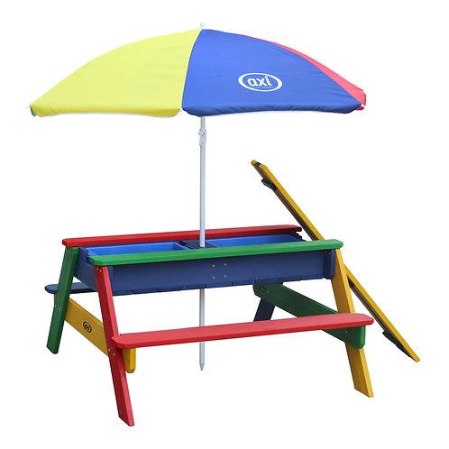 Table d'extérieur avec parasol et bacs de jeux