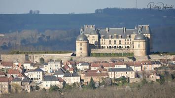 Hautefort, le château et le village