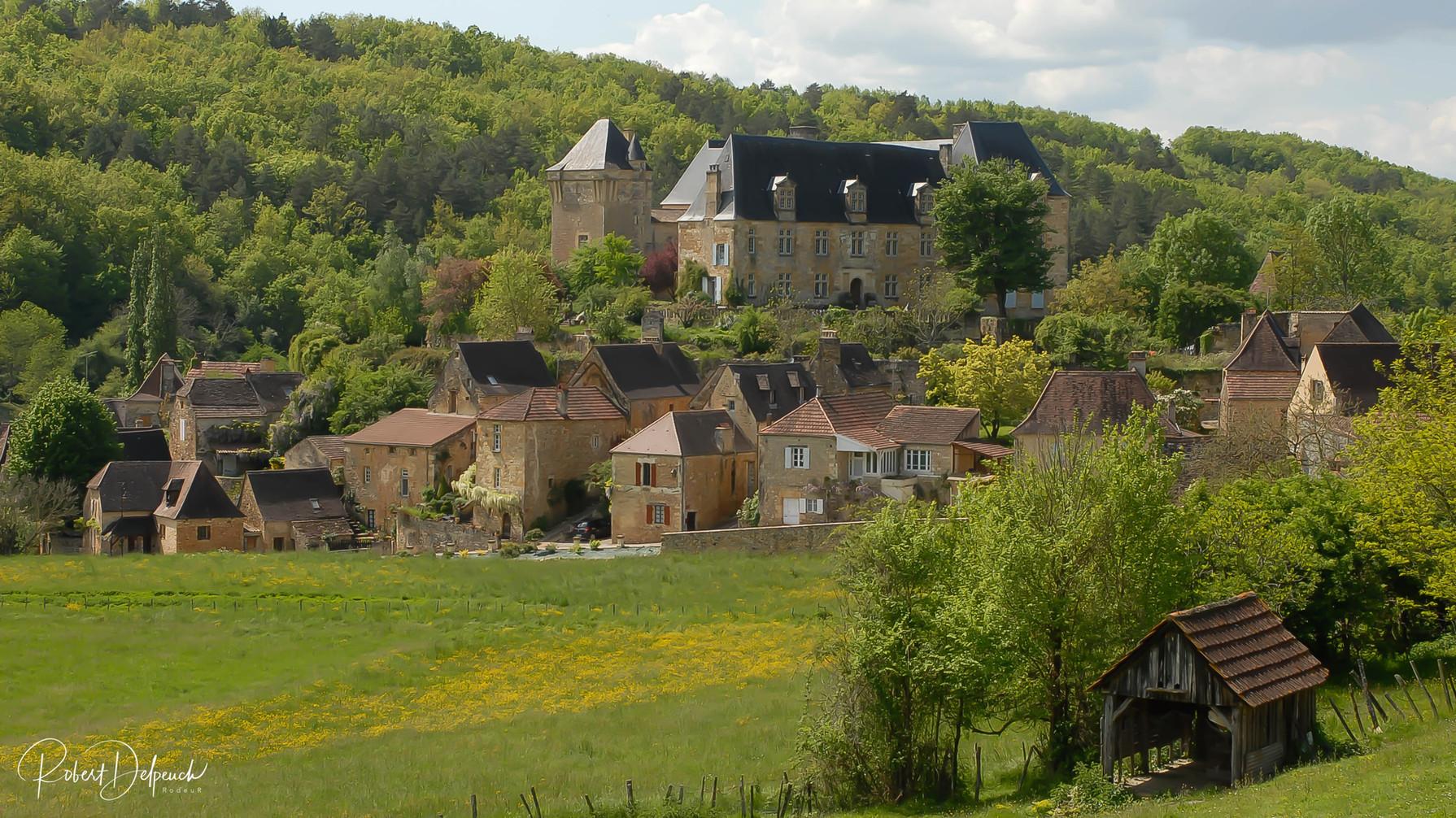 Berbiguières, le château et le village