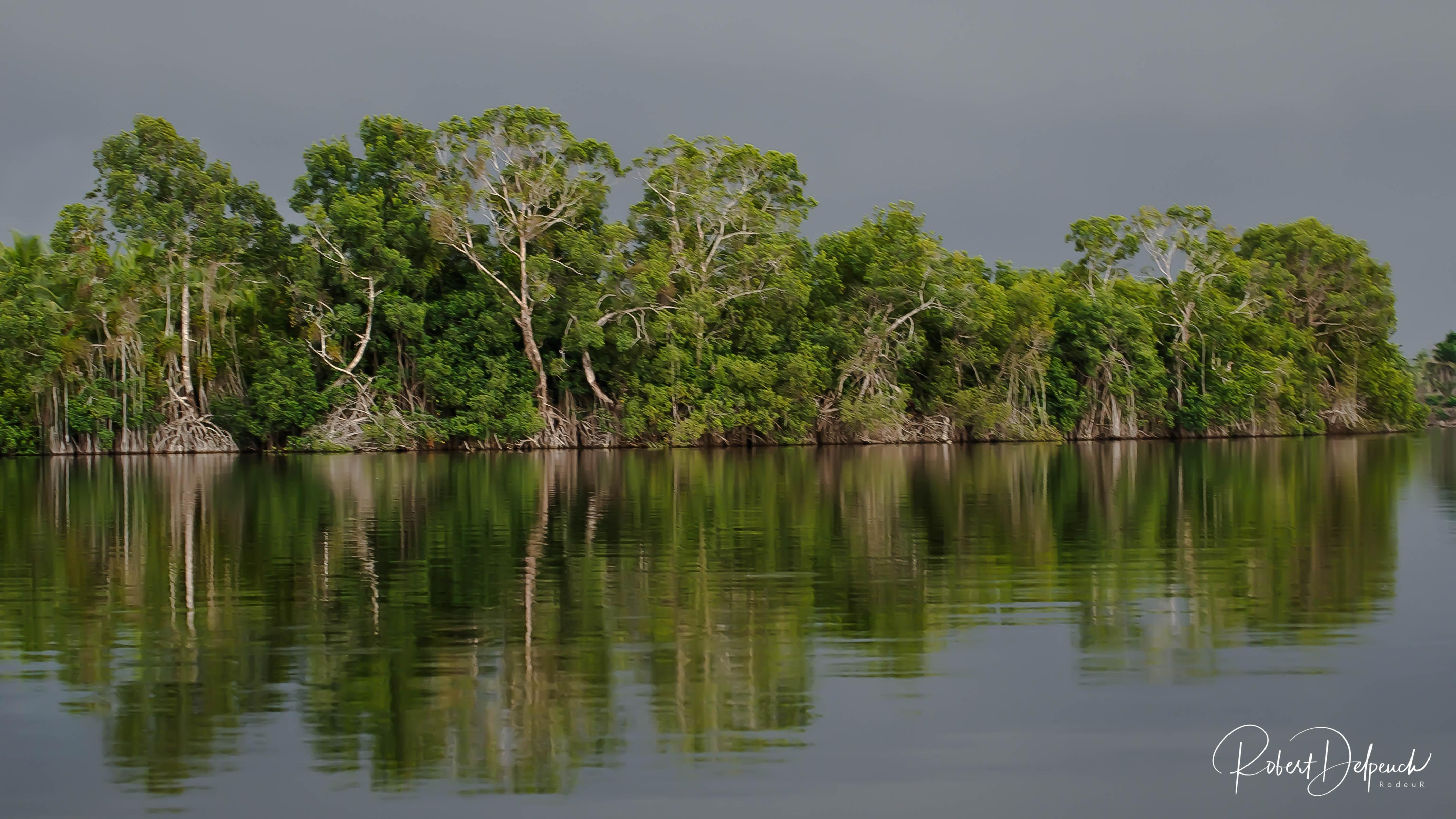 Reflets sur la lagune Aby
