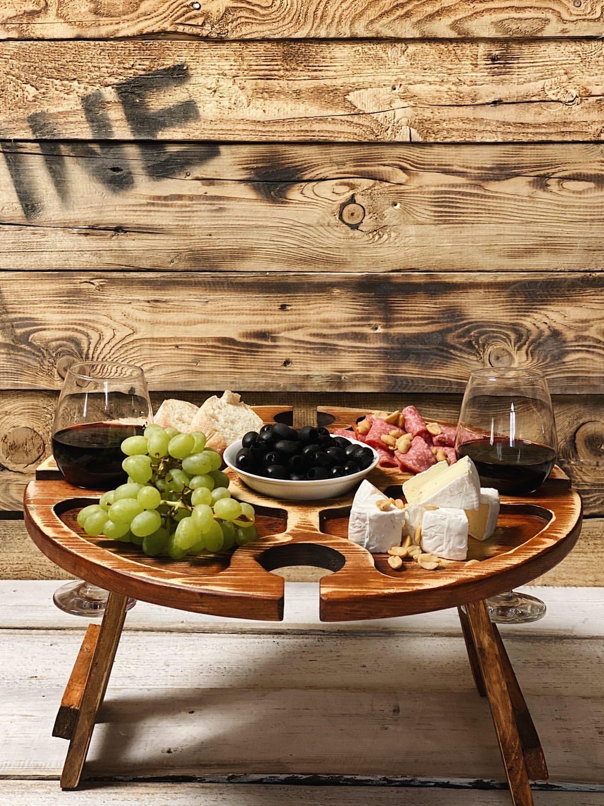 Винный столик из дерева