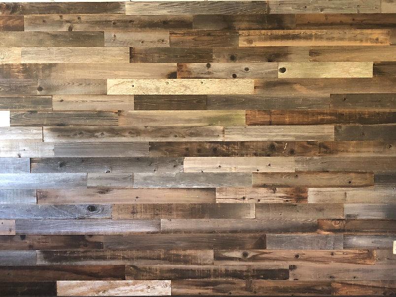 rustic-reclaimed-wood-wall-JB6DSWX (1).j