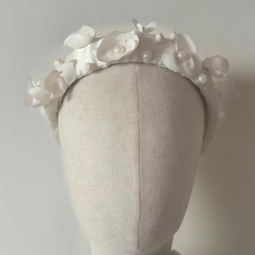 Helena (with detachable veil)