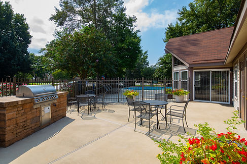 Woodbriar Apartments Grill