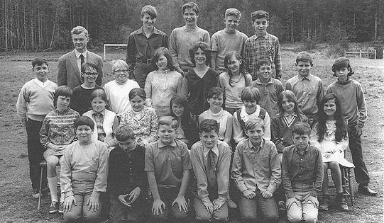 1970  Grades 5 and 6.jpg