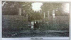 a1950 Hilliers Xsing farm gate.jpg