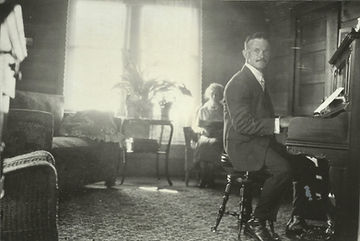 Frank Topliffe on piano 1920's.jpg