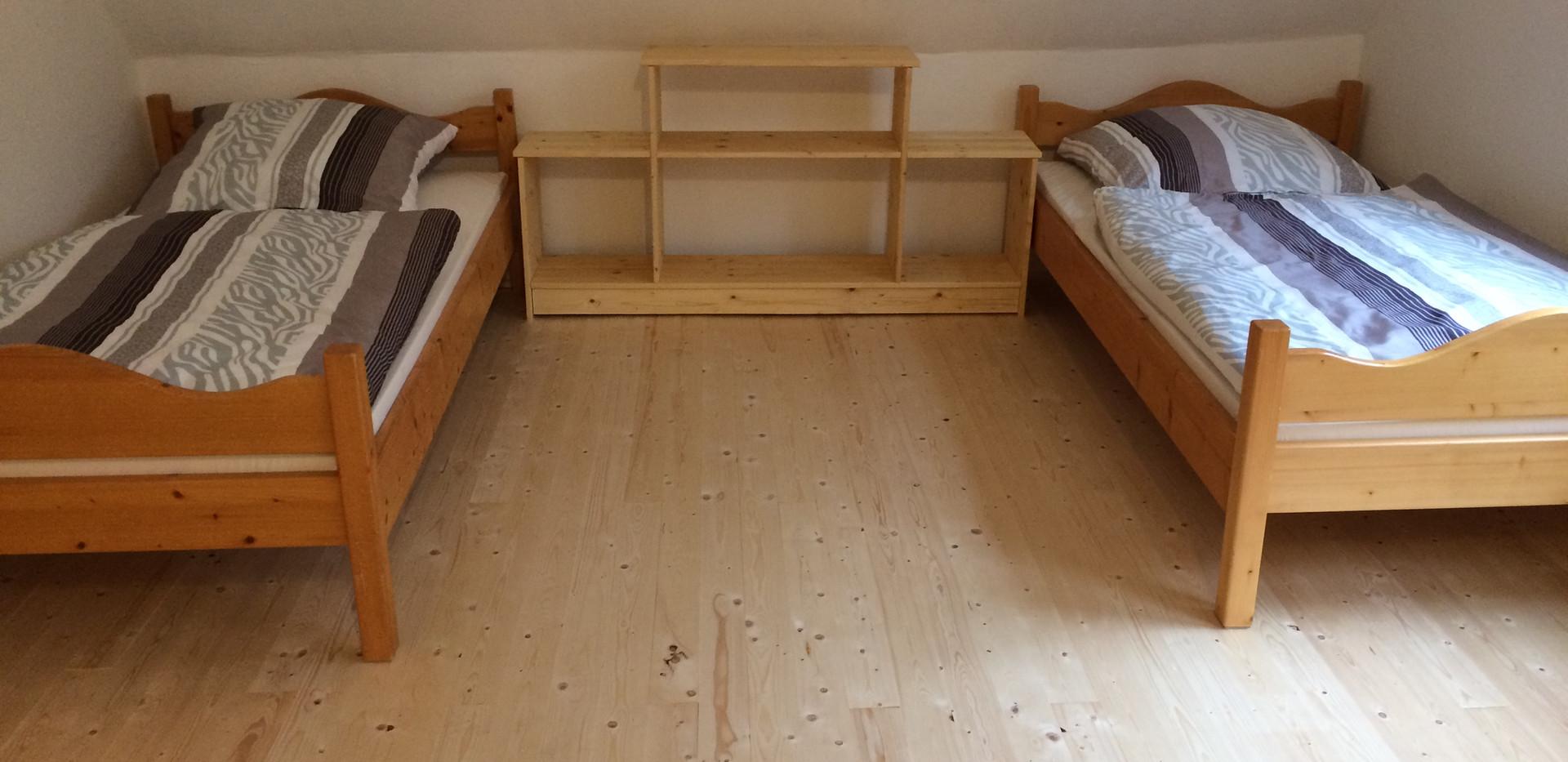 Einzelbetten im Schlafzimmer 1