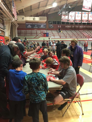 College/Club teams signing autographs