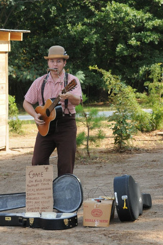 Hunter Holmes, blues musician and historian