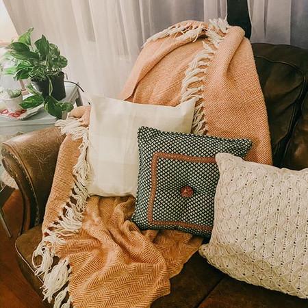 Little Details: Pillows & Blanket