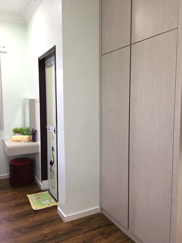 Twin Bedroom built-in wardrobe
