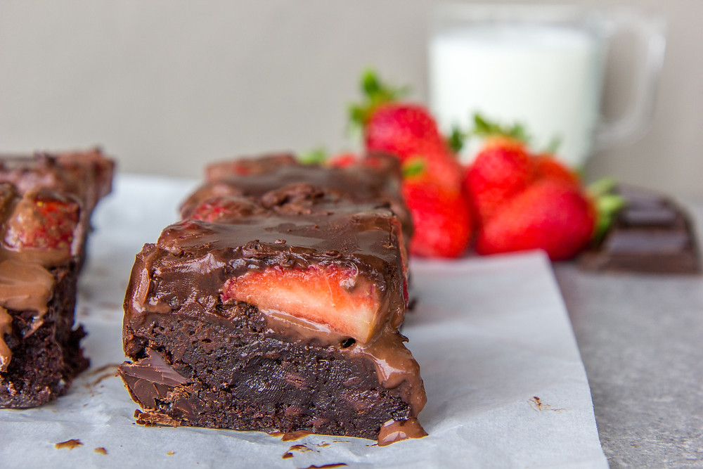 20200212_chocolate_strawberry_valentine_brownies_02