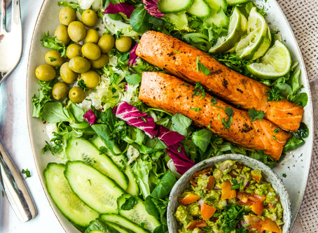 Zingy Salmon Platter with Guacamole