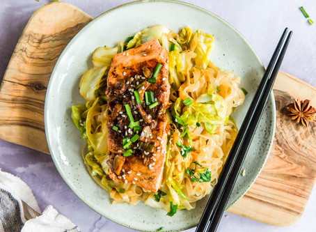 Spicy Pan-Fried Salmon with Noodle Stir-Fry