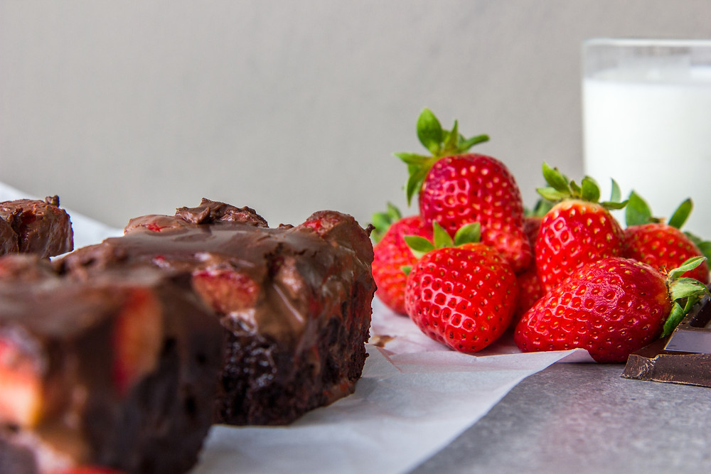 20200212_chocolate_strawberry_valentine_brownies_01
