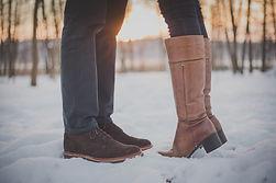 kissing-couple-1209043_1920.jpg