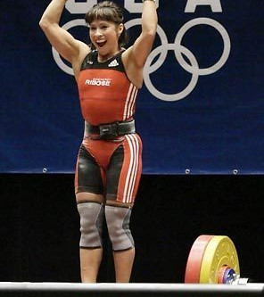 How Birth Control & The Menstrual Cycle Affects Weightlifting