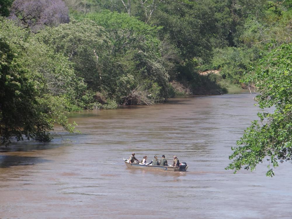 PMA de Bela Vista-MS deu apoio para coleta de amostras da água do rio Apa. Foto: Prog. Apa para Todos