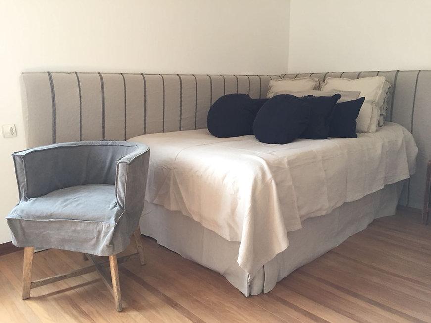 Trabalho em camas, couchas, poltronas e painéis
