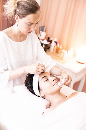 Massaggio viso con boli di seta